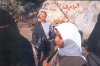 Emma Bonino presso una riva del Nilo.