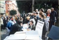 Tavolo radicale in occasione del girotondo intorno alla  RAI.  Si riconoscono,  Marco Eramo, Mariella Zanetti, Daniele Capezzone, Sergio D'Elia, Bened
