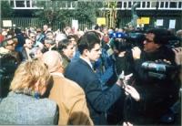 Manifestazione radicale in occasione del girotondo intorno alla RAI. Daniele Capezzone intervistato  da un giornalista televisivo.