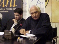Marco Pannella, prima di decidere se attuare lo sciopero della sete per il plenum della Corte Costituzionale. Accanto, a sinistra, Daniele Capezzone.