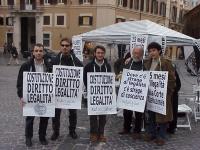 Presidio davanti a Montecitorio in occasione dello sciopero della sete di Marco Pannella. Da sinistra: Marco Eramo, Rocco Berardo, Francesco Radicioni