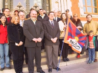 """Manifestazione con il sindaco di Calais e gli eletti Alternatifs, per l'adesione alla campagna: """"Una bandiera per uno statuto di piena autonomia per i"""
