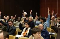 38° Congresso del PR. Vista della platea durante una votazione. Si riconoscono: Marco Pannella, Matteo Angioli, Daniela Giglioli.