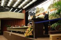Sua altezza reale Sauryavong Savang, principe reggente del Laos, alla tribuna del 38° Congresso del PR.