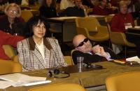 Isabel Fonseca (militante radicale). Accanto a lei, addormentato, Alessandro Litta Modignani; al 38° Congresso del PR. In secondo piano: Emma Bonino.