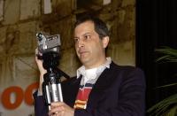 Gaetano Dentamaro (mentre riprende con una piccola telecamera il 38° Congresso del PR).