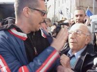 Million Marijuana March. Un manifestante, che contesta la presenza dei radicali alla marcia, discute violentemente con Sergio Stanzani. In secondo pia