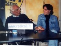 Marco Pannella e Matteo Angioli, nel corso di una conferenza stampa presso la sede di Torre Argentina.