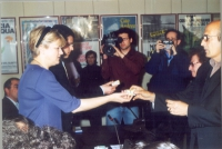 Cessione di hashish, presso la sede di Torre Argentina, a due malati di glaucoma: Tanina De Marco e Pigi Camici, compiuta da Rita Bernardini e Daniele