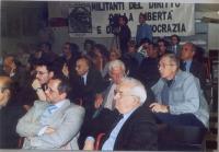 Veduta della platea nel corso di una conferenza stampa presso la sede di Torre Argentina. In primo piano, a destra: Angiolo Bandinelli.