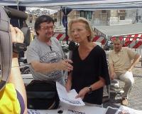Emma Bonino (accanto a lei, Nicolino Tosoni) al presidio davanti a Montecitorio, per il ritorno alla legalità costituzionale della Camera dei Deputati