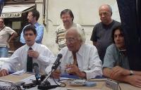 Daniele Capezzone, Marco Pannella, Matteo Angioli, durante una conferenza stampa al presidio radicale davanti a Montecitorio, a circa 11 ore dall'avvi