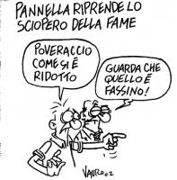 """VIGNETTA """"Pannella riprende lo sciopero della fame"""". - Poveraccio, come si è ridotto. - Guarda che quello è Fassino. La vignetta di Vauro, uscita sul"""