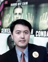 Erping Zhang, portavoce mondiale del Falun Gong, partecipa alla presentazione del rapporto del 2001 di Nessuno Tocchi Caino, sulla pena di morte di mo