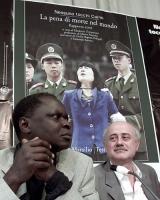 Idris (opinionista) e Sergio D'Elia, durante la presentazione del rapporto 2001 sulla pena di morte, curato dall'associazione Nessuno Tocchi Caino.