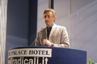 Silvio Viale (Associazione Adelaide Aglietta) interviene al Primo Congresso dei Radicali Italiani. Altre digitali (tutte le foto digitali del congress