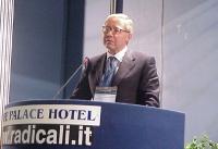 Alberto Simeoni, interviene al Primo Congresso dei Radicali Italiani.