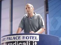 Gaetano Dentamaro interviene al Primo Congresso dei Radicali Italiani.