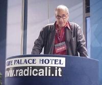 Sandro Parravicini, interviene al Primo Congresso dei Radicali Italiani.