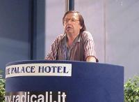 Nicolino Tosoni interviene al Primo Congresso dei Radicali Italiani.