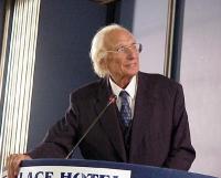 Marco Pannella (al quarto giorno di sciopero della sete) alla tribuna del Primo Congresso dei Radicali Italiani.