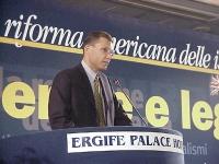 Tibor Schlosser, Primo Consigliere dell'Ambasciata di Israele, legge il messaggio dell'ambasciatore di Israele Gol, durante il Primo Congresso dei Rad