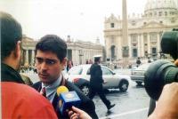 Daniele Capezzone, intervistato durante lla manifestazione davanti a piazza San Pietro, contro l'estradizione in Italia di 13 terroristi palestinesi