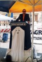 Roberto Giachetti (deputato della Margherita) interviene alla maratona oratoria davanti a Montecitorio, per il ripristino della legalità costituzional