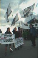 """Manifestazione a piazza Puskhin, organizzata dai radicali, in difesa della Georgia. Striscione: """"Hand off Georgia"""". Fra gli altri: Nikolaj Khramov. Ne"""