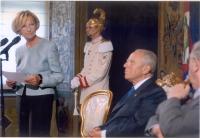 Emma Bonino legge un discorso alla presenza di Ciampi. (Il presidente della Repubblica Carlo Azeglio Ciampi riceve al Quirinale partecipanti al conveg