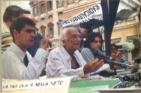 Daniele Capezzone, Marco Pannella e Matteo Angioli partecipano alla conferenza stampa presso il presidio radicale davanti Montecitorio, a 11 ore circa