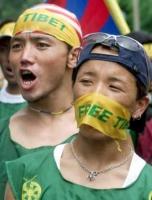 Manifestazione di studenti tibetani contro la violazione dei diritti umani in Tibet ad opera del governo cinese. REUTERS/Dipak Kumar