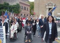 Avvio della marcia anticlericale, da porta Pia a piazza San Pietro. Si riconoscono: Luca Coscioni, Marco Pannella, Matteo Angioli.