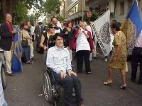 Giornata mondiale gandhiana-nonviolenta per la democrazia e la libertà anche in Vietnam. Arrivo di Luca Coscioni, davanti all'ambasciata del Vietnam (