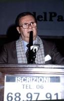 ritratto di Domenico Rea. Scrittore. Parla dalla tribuna nell'ambito di una manifestazione del PR per i 30.000 iscritti entro febbraio '93