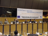 "Conferenza al Parlamento Europeo: ""South-East Asia Democracy Denied Freedoms Suppresses. The situation in Burma, Laos and Vietnam "". Vista del tavolo"