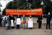 Giornata mondiale gandhiana-nonviolenta per la democrazia e la libertà anche in Vietnam. Altre digitali, anche con Nikolaj Khramov.