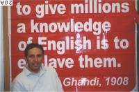38° Congresso del PR. Stand dell'ERA (Esperanto Radikal Asocio). Il segretario Giorgio Pagano, sullo sfondo di un cartello, che riporta una frase di G