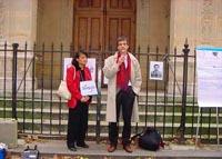 Vanida Thephsouvanh, presidente del Movimento Lao per i diritti umani, e Olivier Dupuis partecipano alla manifestazione in occasione del terzo anniver