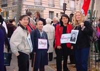 Vo Van Ai, Vanida Thephsouvanh, presidente del Movimento Lao per i diritti umani, e Olivier Dupuis partecipano alla manifestazione in occasione del te