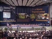 38° Congresso, II sessione. Veduta d'insieme del banner di fondo, della tribuna, della presidenza, e di parte della platea. Altre digitali, con tutti