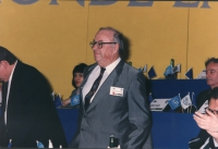 ritratto di Zdravko Tomac (Croazia) deputato sul palco del 36° congresso PR II sessione