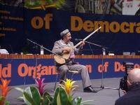 38° Congresso del PR, II sessione. Un musicista tradizionale uiguro.