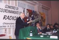Comitato di coordinamento dei Radicali. Alla tribuna: Marco Pannella. Al tavolo di presidenza, da sinistra: Danilo Quinto, Maurizio Turco, Emma Bonino