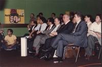 Spadolini, Nicolazzi, Vizzini, Martelli seduti in platea ad un congresso del PR In secondo piano, dietro Martelli: Maria Teresa Di Lascia.