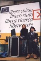 Giornata anticlericale. Luca Coscioni (con la moglie Maria Antonietta) nel corso del comizio davanti a porta Pia.