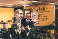 ritratto di Antonio Baslini (PLI) mentre parla dalla tribuna del 32° congresso PR II sessione