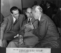 Consiglio Nazionale del Partito Radicale (Enrico Ciantelli, Manlio Del Bosco, Nicolò Carandini). Sullo sfondo: Massimo Salvadori.