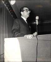 """Ugo La Malfa al teatro Eliseo, in uno dei convegni organizzati da """"Il Mondo"""". (Anni Cinquanta)."""