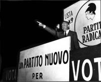Comizio di Nicolò Carandini a piazza Esedra, in occasione delle elezioni amministrative.